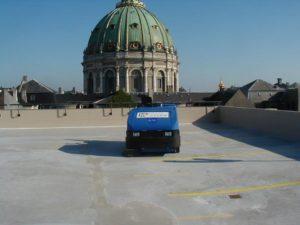 Rengøring af parkeringsplads med M2Clean